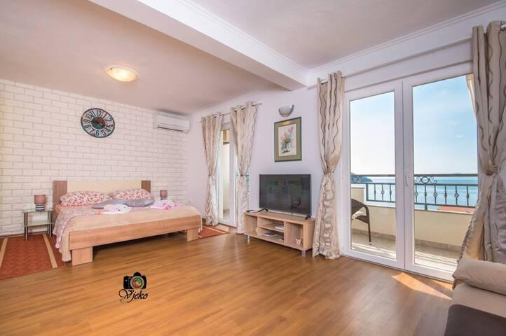 Apartments Mili Tolj