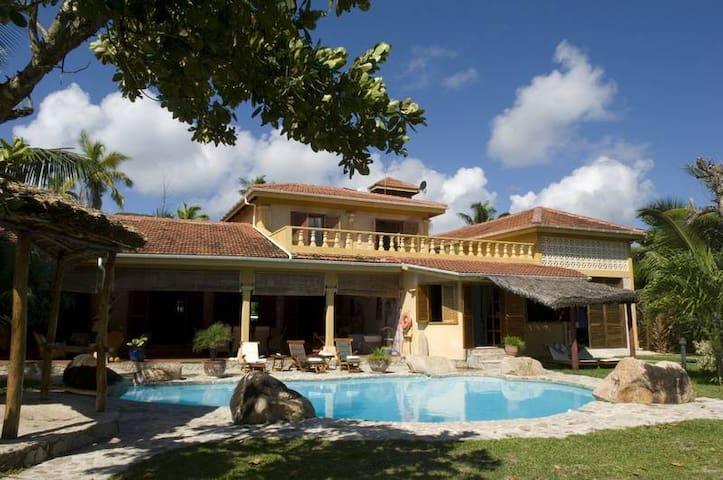 """""""Villa Castello"""" Luxurious Pool-Villa at the beach"""