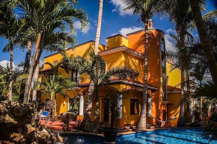 Private Luxury Villa,Pool,10M sqft, 6 bed