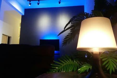 Hartamas Homestay (FREE WiFi+4 rooms all aircond)