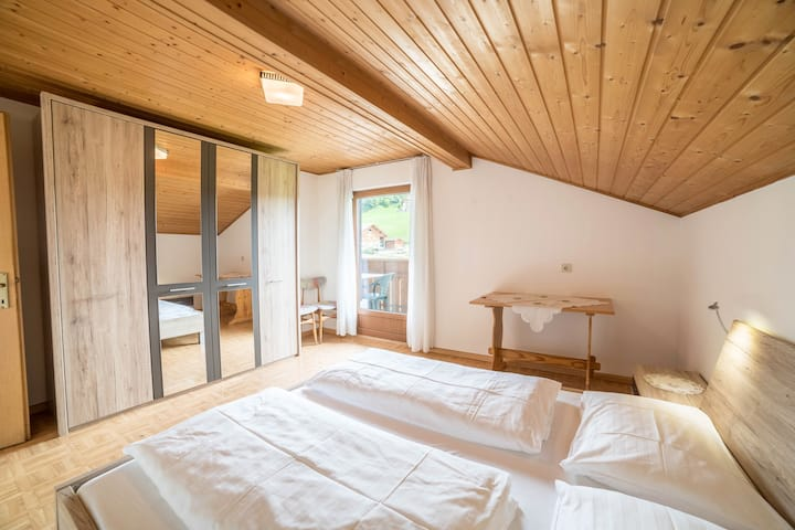 Comfortable holiday apartment Greif in the area of Meran - Apartment C with Wi-Fi, balcony and view over the landscape; parking available