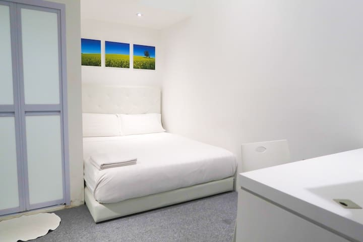Private Room Suite - Mins to Orchard/Somerset Area