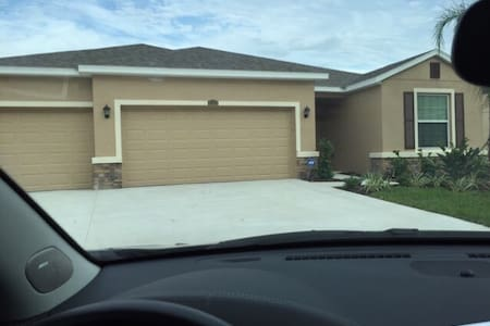 Beautiful New 3 bedroom, 3 bathroom - Ellenton