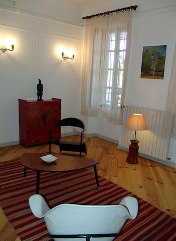 Grand studio dans ancien monastère XVI° siècle - Tarascon - Outros