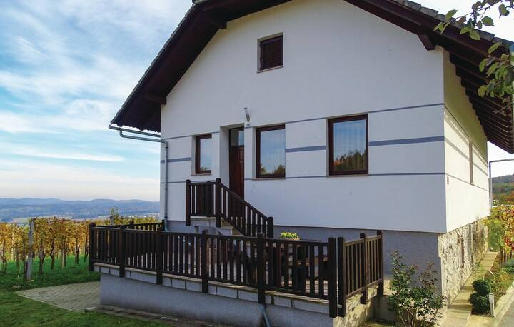 Holiday cottage with 5 bedrooms on 181m² in Dragatus