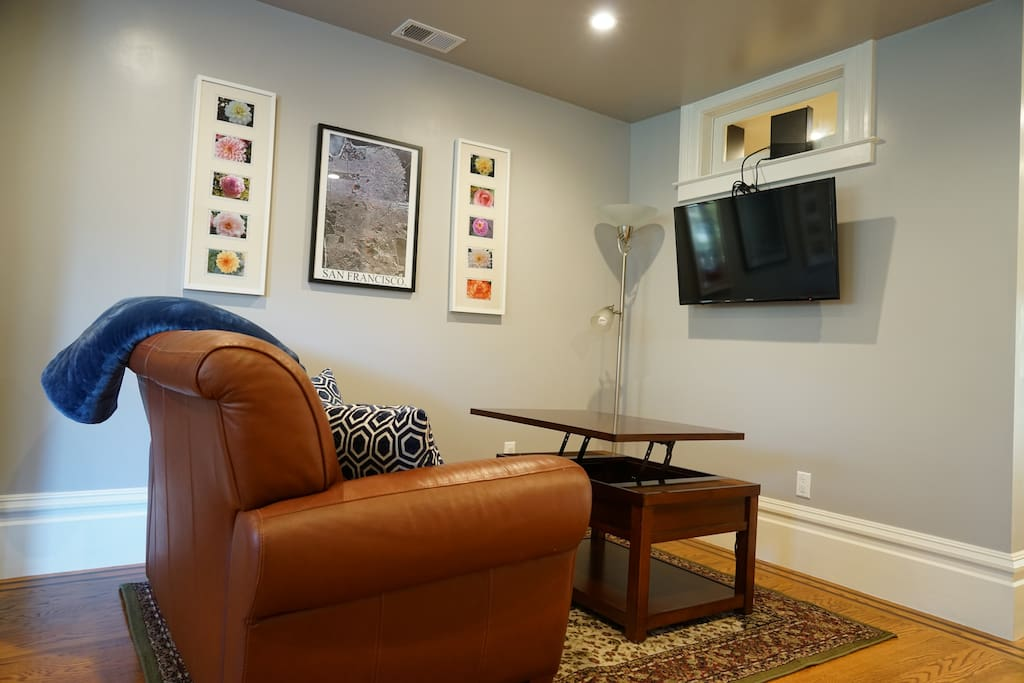 """Living room with 32"""" TV. Coffee tabletop can be lifted up for working or eating"""