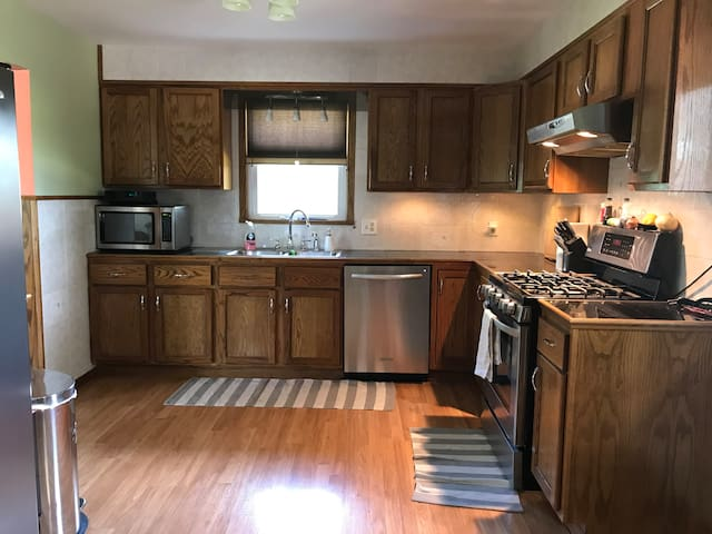 Fully furnished kitchen.