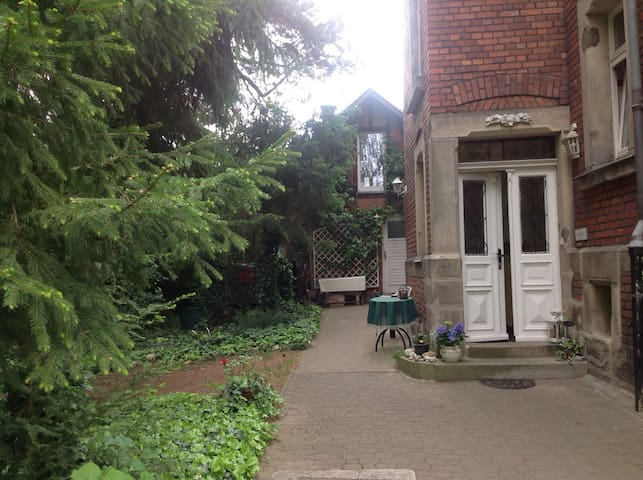 Verträumtes Gartenhaus in der Stadt - Coburg - House