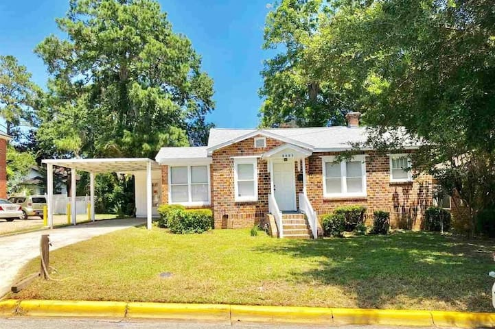 Lovely Home By FAMU Campus/Vacationers Welcomed!
