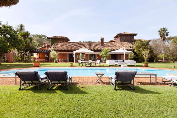 Stunning Villa sleeps 24 in 11 ensuite bedrooms - Tatuí - Vila