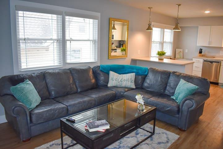Beautiful Apartment Right by UNMC and Blackstone!