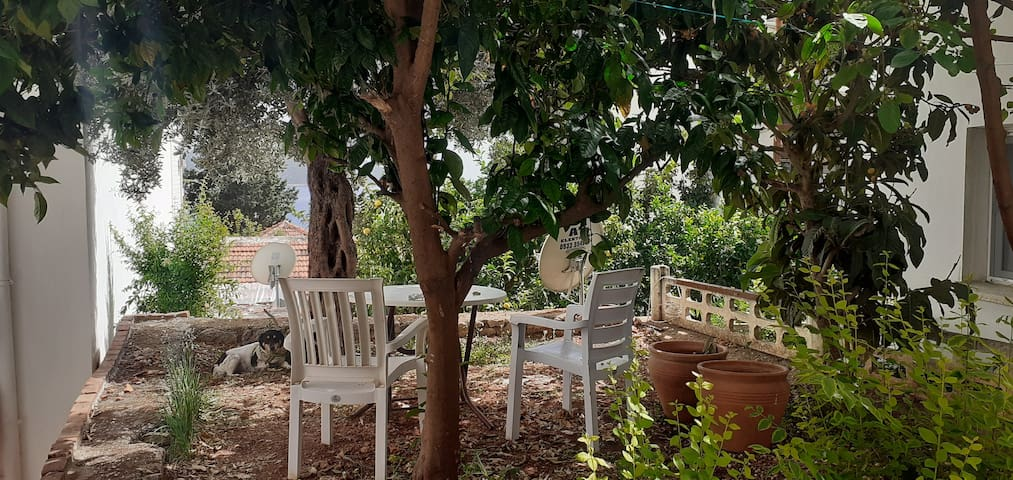 Kaş merkezde bahçeli deniz manzarali daire
