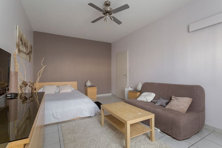 CLEANING ++ Cosy apartment near the train station