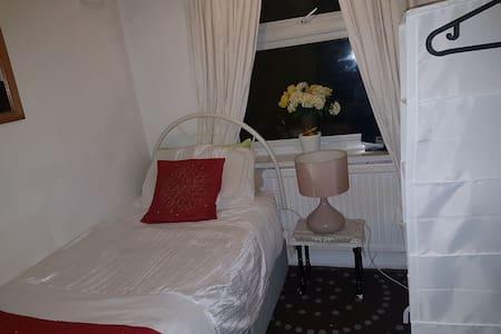 Single bedroom close to City centre