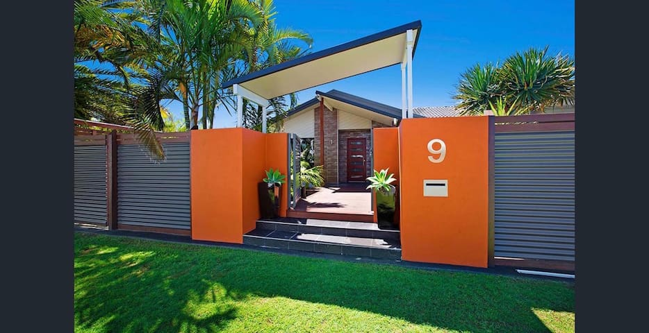 Luxury Home for 6 in Mooloolaba - Minyama - Casa