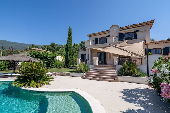 Cosy Holiday Home in Seillans with Private Swimming Pool