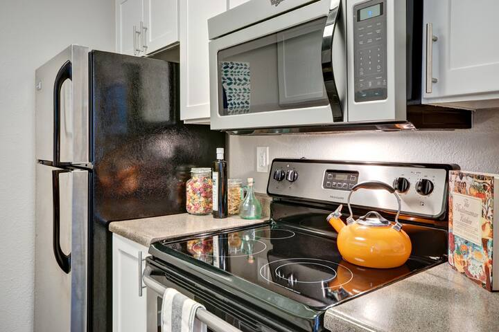 Everything you need   1BR in University Place