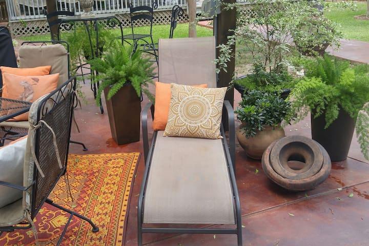 Le Bleu Guest House & Outdoor Living Space