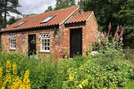 The Salt House Cottage, Pilmoor