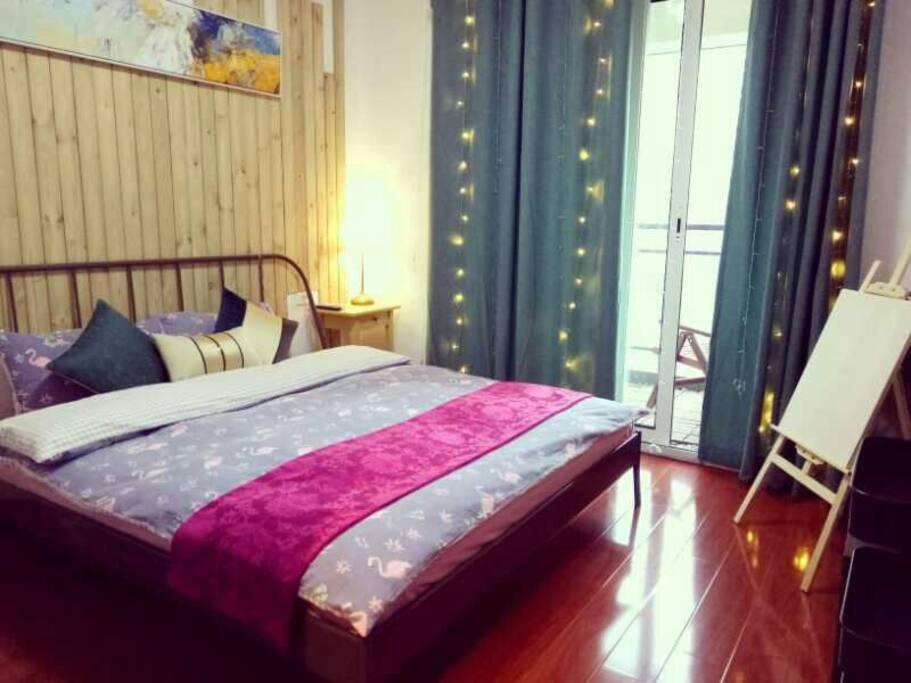 1大床房带独卫带阳台
