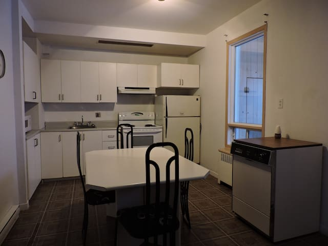 869 Lambert, Shawinigan-Beau grand 4 et demi - Shawinigan - Apartment