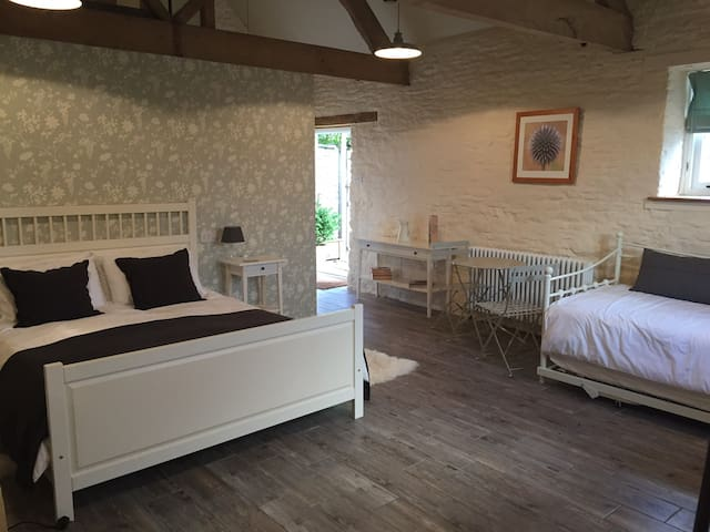 Self-contained double room in Biddestone Farmhouse