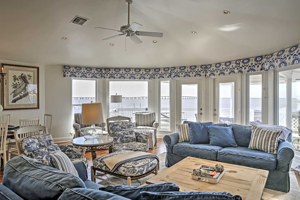 Throughout the home, large windows offer beautiful unobstructed lake views from every room.