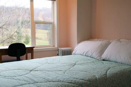 Chittenango Falls: Bedroom 3 at RidgeView! - Cazenovia - House