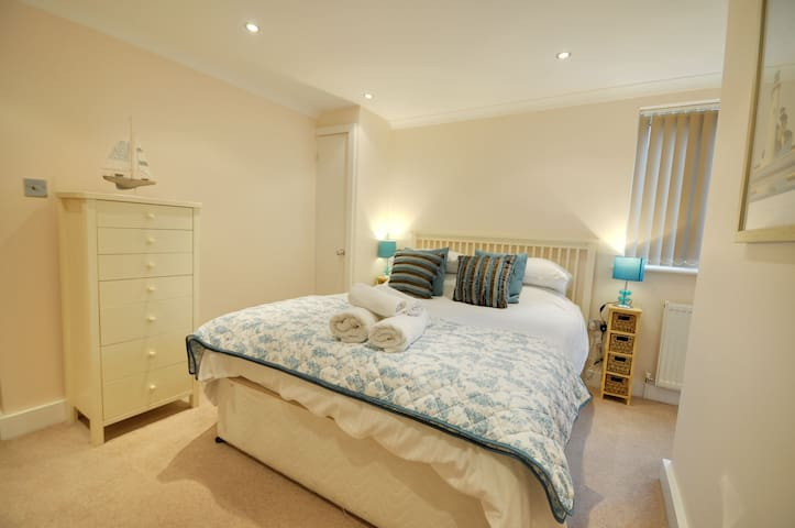 1 Sandcastles - Sandbanks, Poole - Apartment