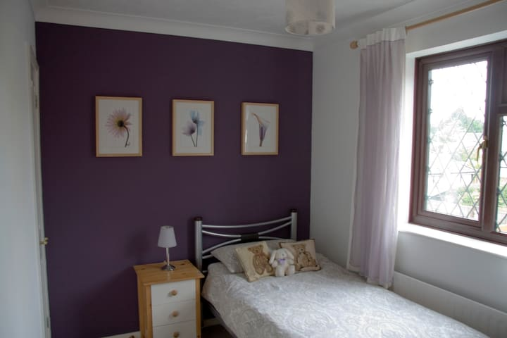 Bedroom in family home - Stanway - Bed & Breakfast