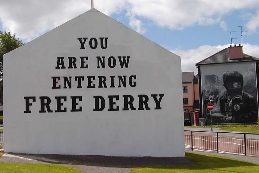 Free Derry Wall 20 metres away.  This property is situated in the famous 'Bogside' area of the city. Surrounded by world famous murals, and only a few footsteps away from the city centre, this is an ideal location for those wanting to enjoy their city break!