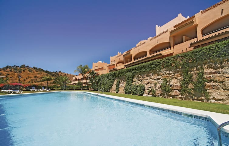 Holiday apartment with 2 bedrooms on 91m² in Elviria