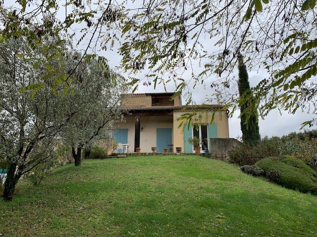 Maison en Drôme Provençale  Terrain 1800 m2 Chenil