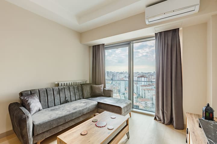 1 BR Modern Apartment with Fantastic City View near Kadikoy Center