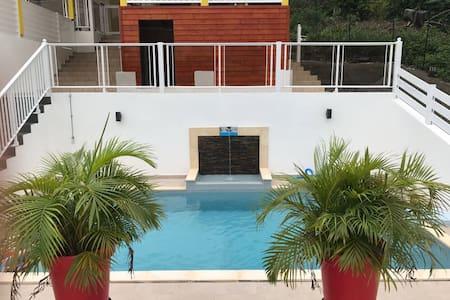 F2 moderne avec piscine