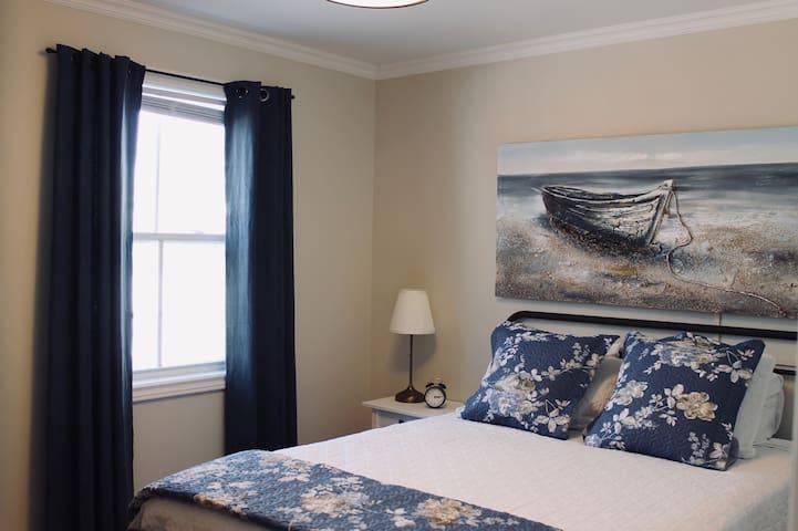 Rolling Cove Suites - The Annie Suite