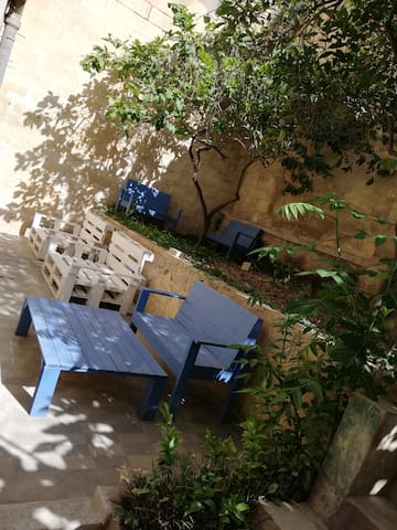 Small traditional studio flat in the city center 2