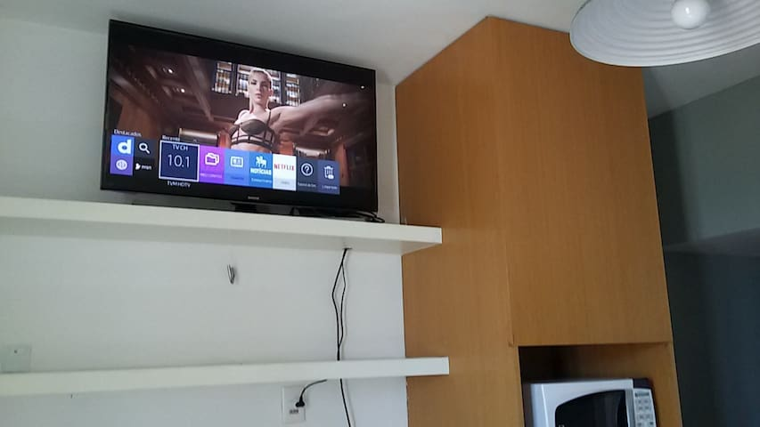 "Smart TV Led 40"" equipada com Netflix, Youtube, etc."