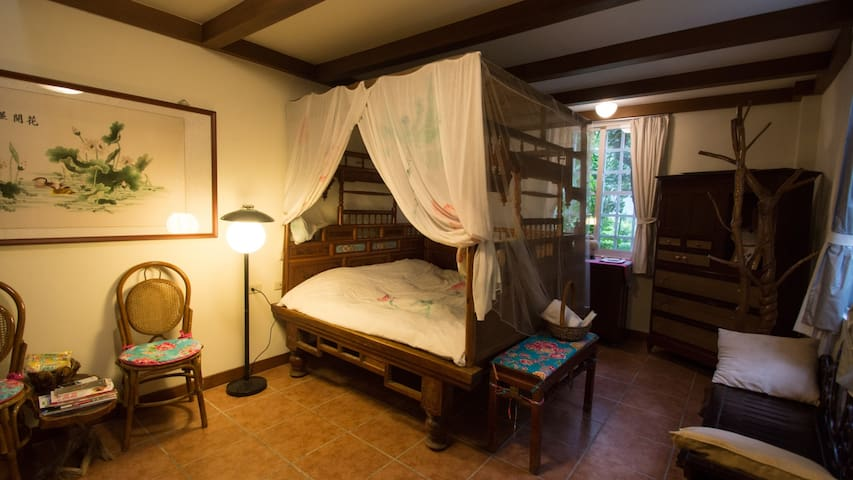 The antique bed.