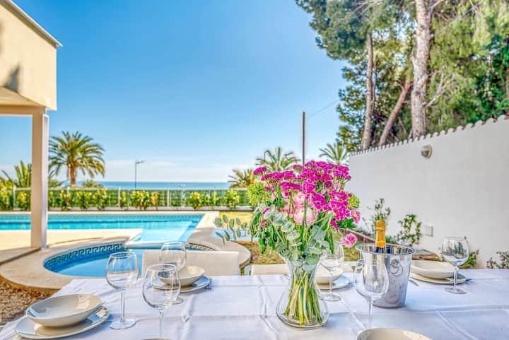 Increíble Villa con piscina y vistas al mar WIFI