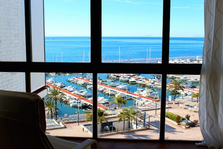 Marbella, direct access to Paseo Maritimo!