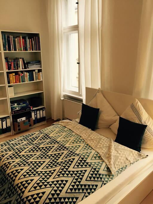 Bett im Gästezimmer