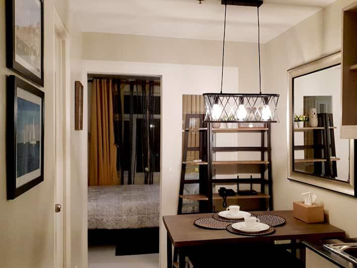 Lyn's @ Vista Taft, Manila