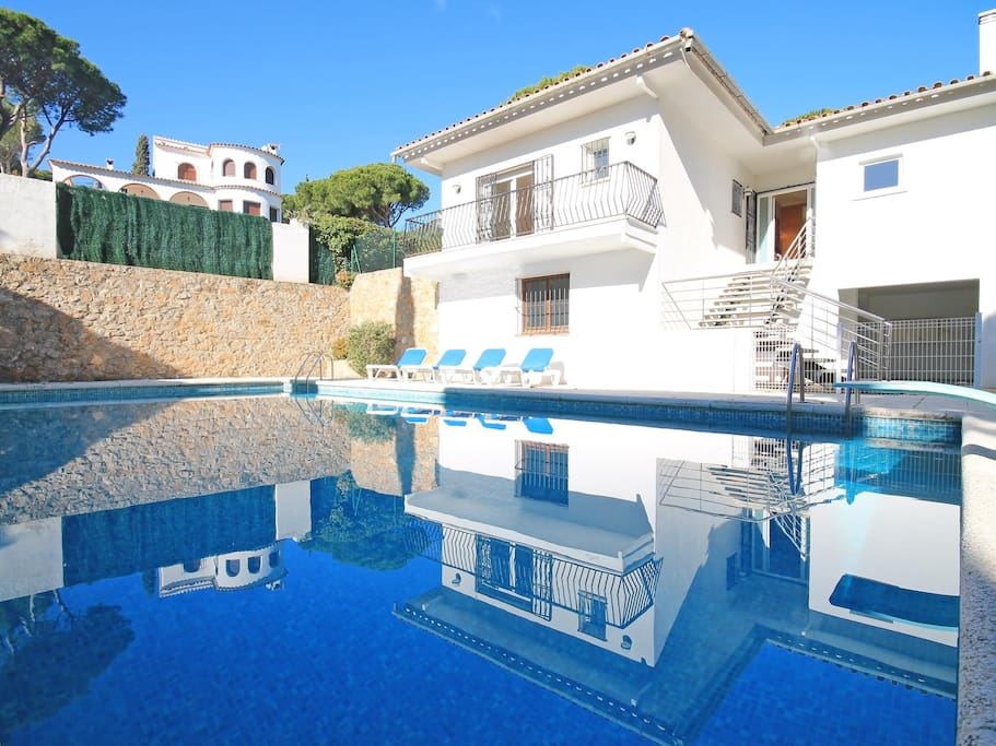 Maison de vacances avec piscine priv e l escala villas for Maison a louer avec piscine en espagne