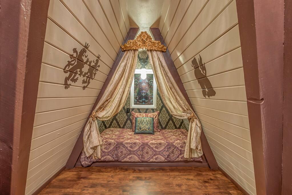 Bonus room with twin mattress (no private door)
