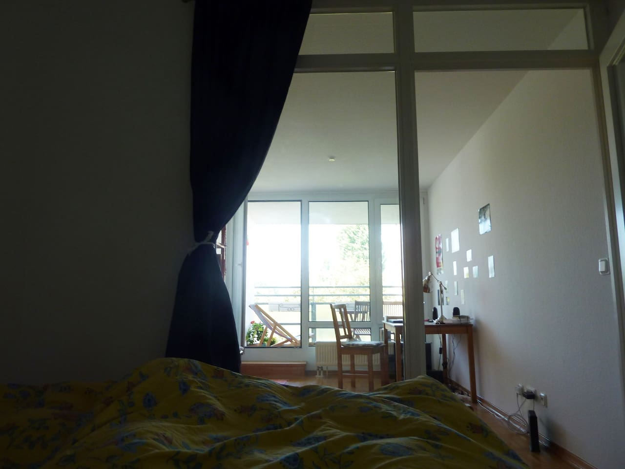 Independent small bedroom with big bed connected with the bureau/office and the living room