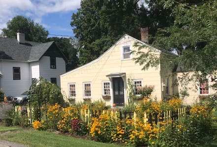 Carriage House in Kent Center