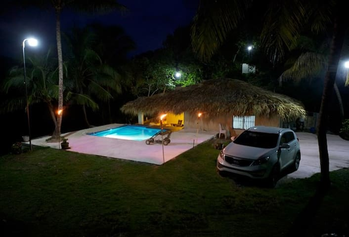 King Ranch Villa with private pool and food truck
