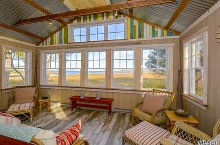 Salvage style beach cottage includes bikes, kayak