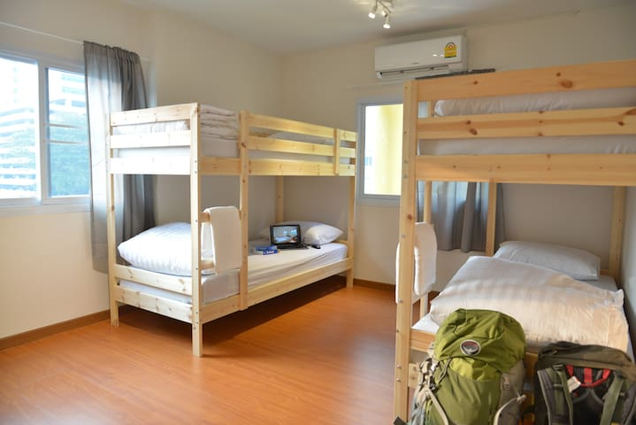 A Bed in 4-Bed Mixed Dorm Shared Bath+Kitchen+WIFI
